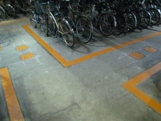 駐輪場の通路境界線表示
