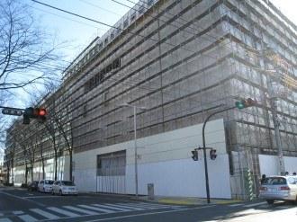 ホテル・ザ・エルシィ 解体用の足場と外壁