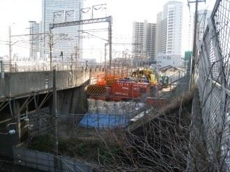 横須賀線武蔵小杉駅工事現場の重機