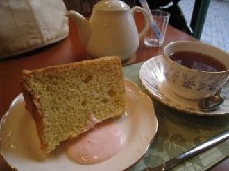 紅茶屋のフワフワたまごケーキとキャンディー