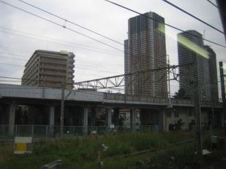 THE KOSUGI TOWERを前方に望む