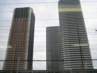 THE KOSUGI TOWERとリエトコート武蔵小杉の真東