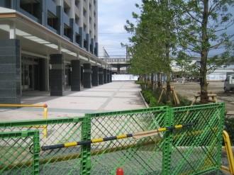 レジデンス・ザ・武蔵小杉 横須賀線駅前広場側